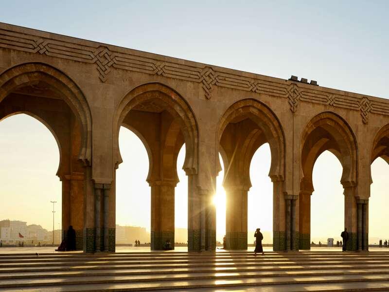 Unsere Rundreise durch Marokko beginnt in Casablanca, wo sich die Moschee Hassan II. befindet.