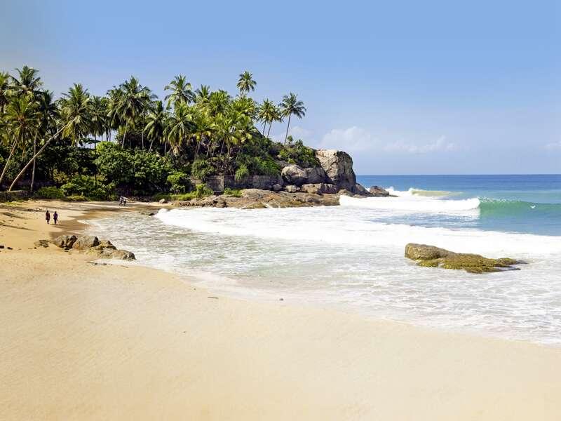 Auf unserer Rundreise durch Sri Lanka in der kleinen Gruppe bleibt Zeit, die schönen, palmenbestandenen Strände, zum Beispiel in Passekudah, zu genießen.