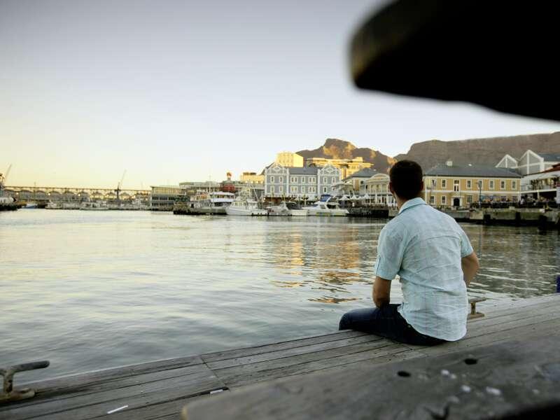 Wir bummeln durch das historische Zentrum von Kapstadt. Wie wäre es danach mit einem Abstecher zur Waterfront? Nah am Wasser und den Tafelberg im Blick, so lässt sich Südafrika genießen!