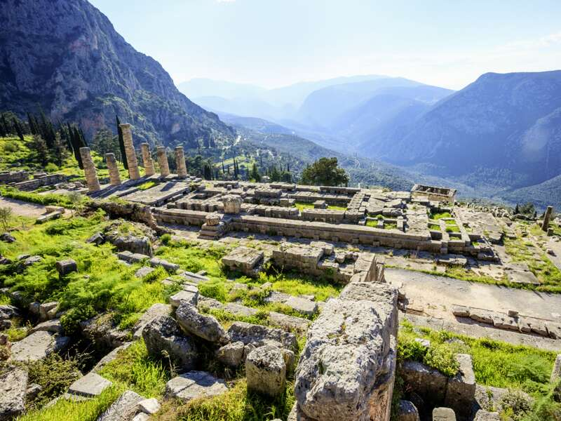 Unsere Rundreise durch Griechenland führt uns auch nach Delphi mit den Ausgrabungen des antiken Apollotempels.
