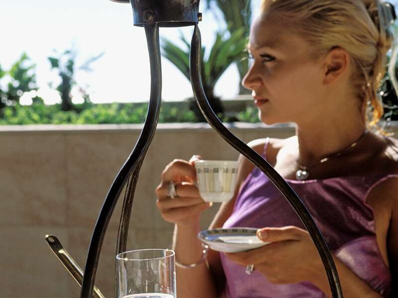 Kaffeegenuss auf Zypern - lieber griechisch oder orientalisch? Auch in anderen Urlaubsfragen haben Sie auf Ihrer Rundreise die Wahl: Wandern oder Baden? Ausflug oder Entspannen? Ausgrabung oder Markthalle und Hafencafé?