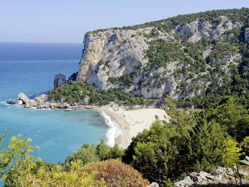Wandern oder Baden? Beides herrlich bei Cala Gonone auf Ihrer Sardinien-Reise.
