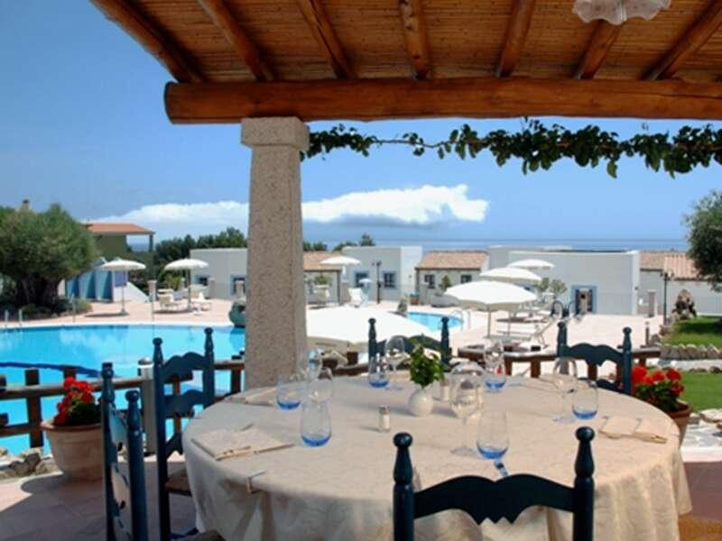 Dreimal übernachten wir auf unserer Sardinien-Reise in der weitläufigen Hotelanlage Nuraghe Arvu am Ortsrand von Cala Gonone, etwa 500 Meter vom Meer entfernt.