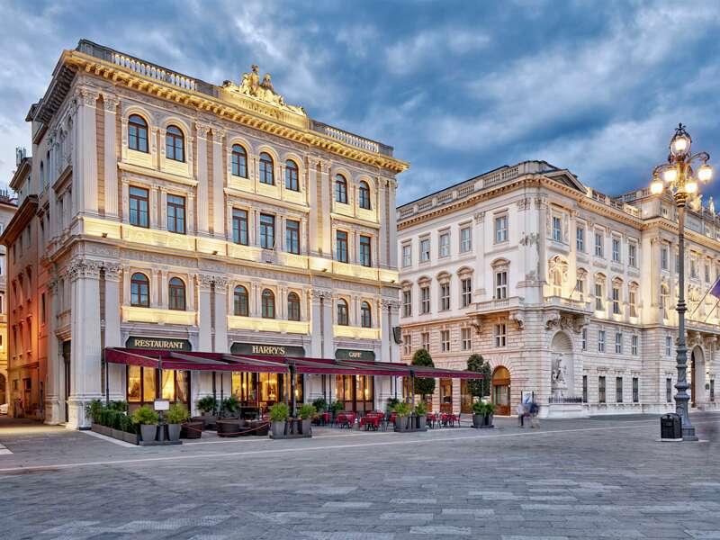 Die ersten drei Nächte Ihrer Rundreise verbringen Sie im Boutique-Hotel Duchi d'Aosta in absoluter Traumlage, direkt am riesigen Hauptplatz von Triest.