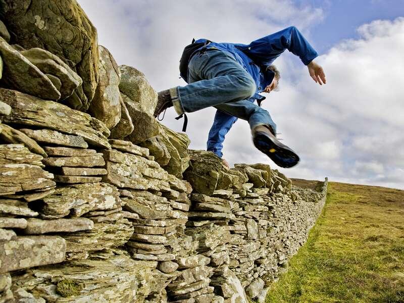 Typisch in schottischer Landschaft auf unserer Rundreise durch die Highlands: die Trockensteinmauern zur Begrenzung von Ländereien und Anwesen.