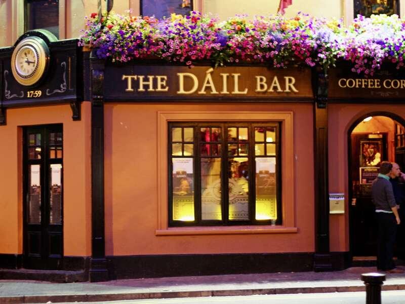 Eine Irlandreise ohne den Besuch eines typischen Pubs ist unvorstellbar, hier erwartet Sie auf unserer smart&small-Rundreise  echte irische Lebensart.