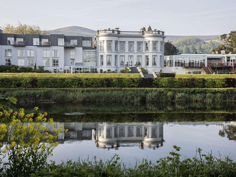 Am Ende unserer Rundreise durch Irland wohnen wir im Minella Hotel, einem ehemaligen Herrenhaus direkt am Fluss in Clonmel mit einer weitläufigen Gartenanlange.