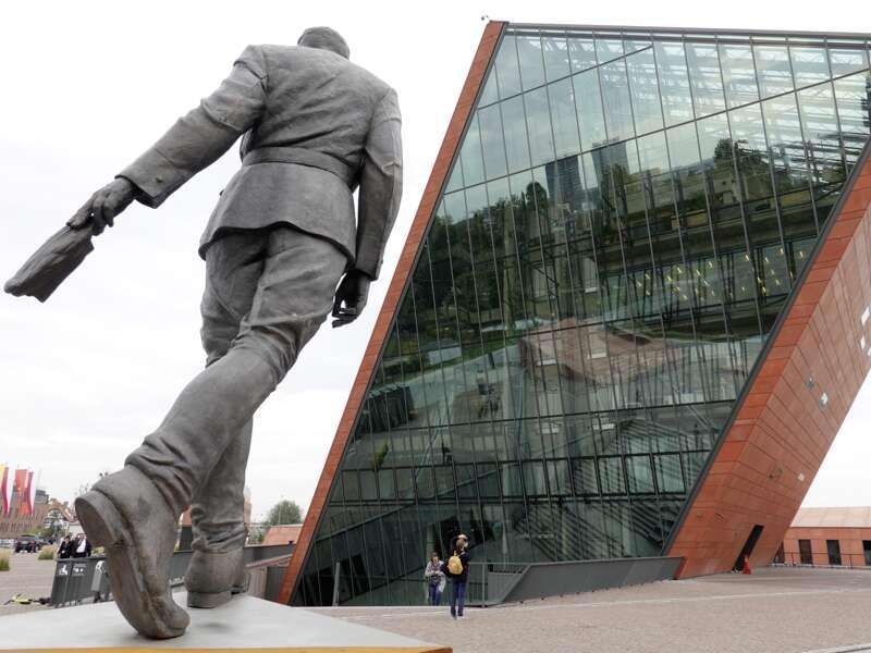 Die Kontroverse in Polen um die Erinnerungskultur des Landes ist auch Thema auf unserer smart&small Reise in die Masuren und weiter in den Norden.