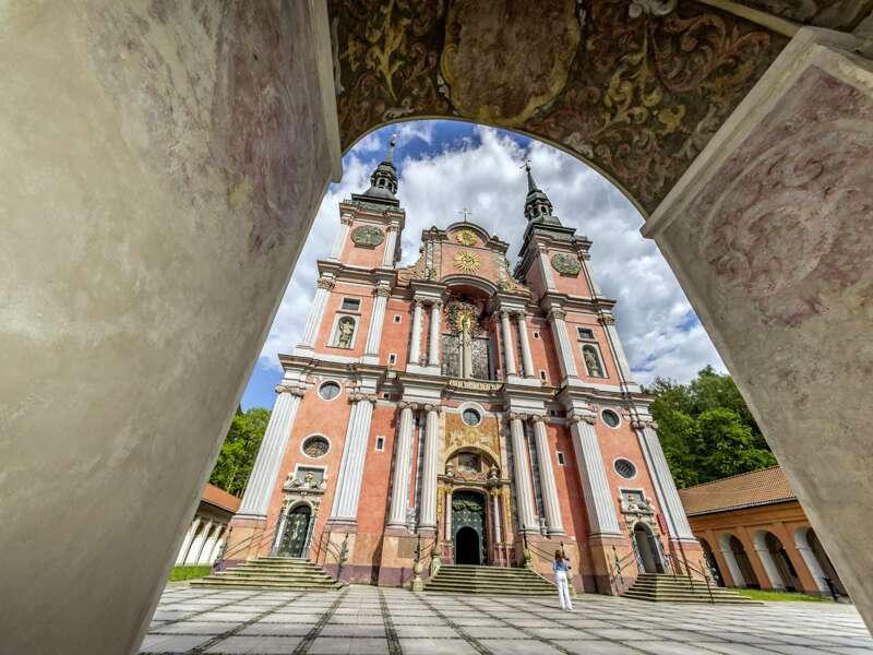 Unsere smart&small Reise durch die Masuren mit dem eigenen Auto oder einem Mietwagen führt über Swieta Lipak (Heiligelinde), wo uns beim Besuch der barocken Wallfahrtskirche der Klang von fast 4000 Orgelpfeifen überrascht.