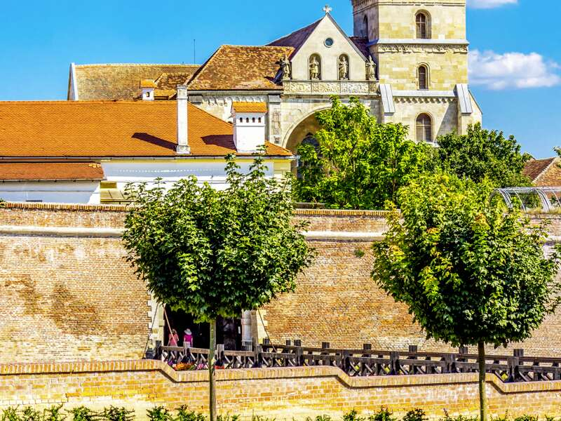 Ein Ausflug auf unserer Rundreise durch Siebenbürgen bietet die Möglichkeit zum Besuch von Alba Iulia.