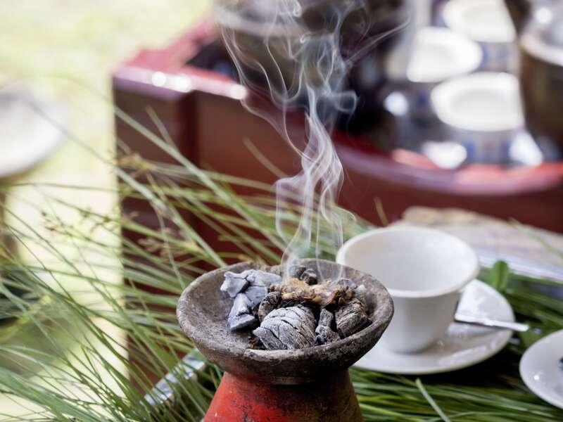 In Äthiopien nehmen wir an einer traditionellen Kaffeezeremonie teil ¿ ein Fest für alle Sinne auf unserer Studienreise.