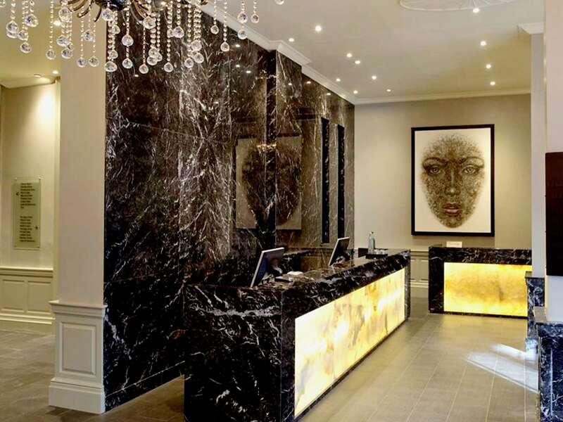 Auf der 5-tägigen Städtereise nach London wohnen Sie im Vier-Sterne-Hotel Radisson Blu Edwardian Grafton, einem Haus aus viktorianischer Zeit im Stadtteil Bloomsbury.