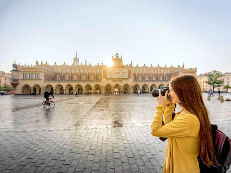 Auf unserer Städtereise nach Krakau besuchen wir die beeindruckenden Renaissance-Tuchhallen in der Altstadt.