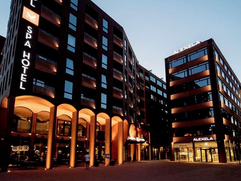 Zum Auftakt Ihrer Städtereise ins Baltikum übernachten Sie im Hotel Metropol Spa in Tallinn. Es liegt nur wenige Gehminuten von der historischen Altstadt und dem Alten Hafen entfernt.