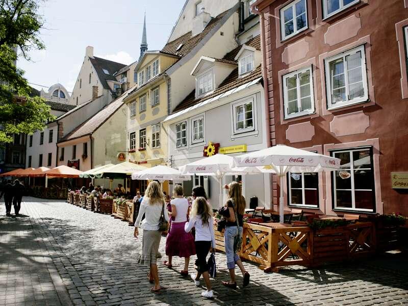 Entdecken Sie auf dieser Städtereise Jugendstilpracht in Riga und erleben Sie das lässige Flair der lettischen Hauptstadt mit ihren historischen Häusern und kleinen Restaurants.