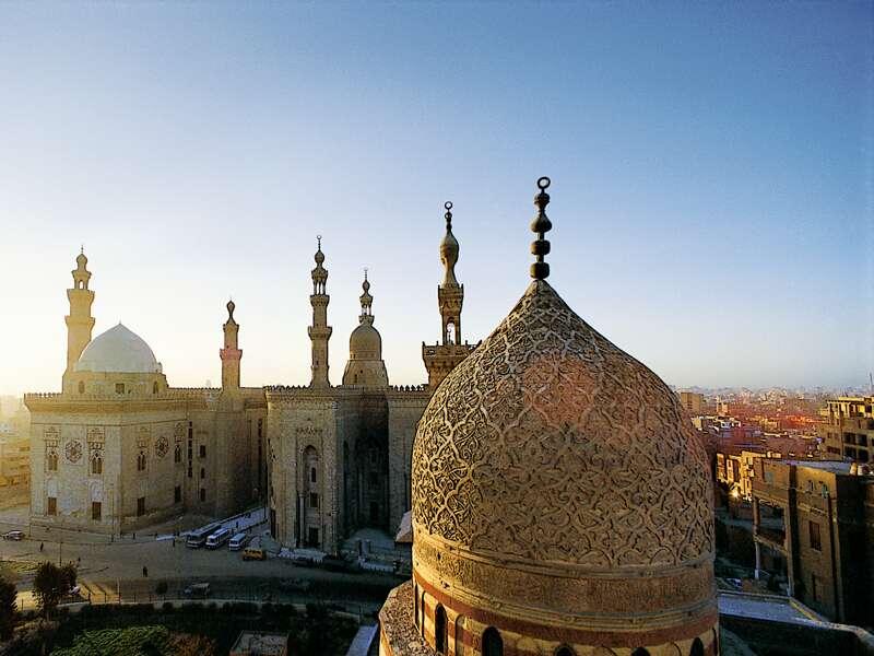 Auf unserer Kreuzfahrt-Studienreise Ägypten - Kairo, Nil und Nassersee kommen wir während unserer Stadtrundfahrt in Kairo auch an der Sultan-Hassan-Moschee vorbei.