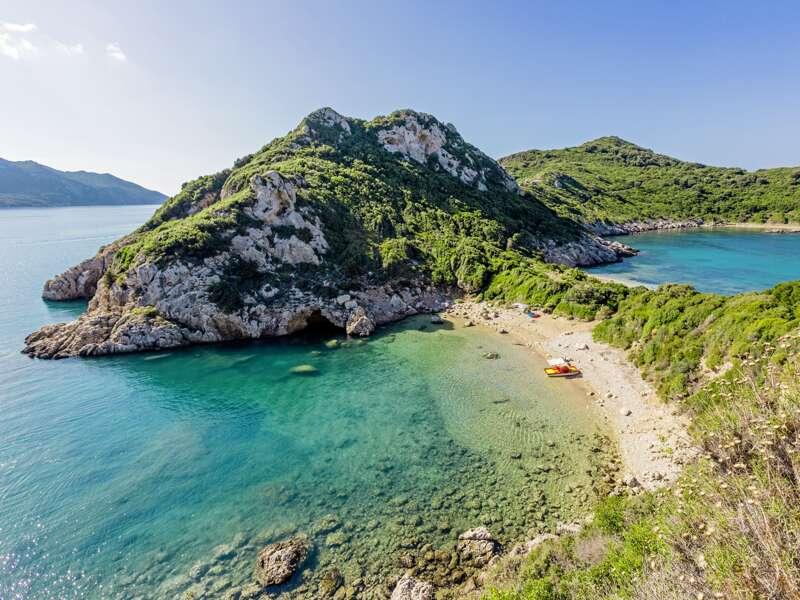 Auf unserer Singlereise auf Korfu erholen wir uns in schönen Buchten und Stränden und in den Bergen.