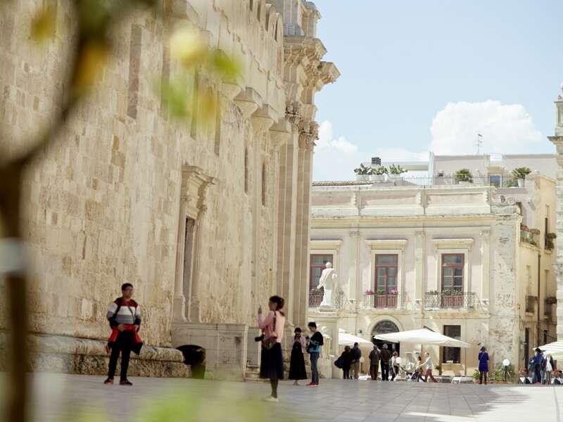 Auf unserer Rundreise über Sizilien für Singles und Alleinreisende haben Sie die Möglichkeit, einen Ganztagesausflug nach Syrakus zu unternehmen, die Altstadt kennenzulernen und eine Hafenrundfahrt zu machen.