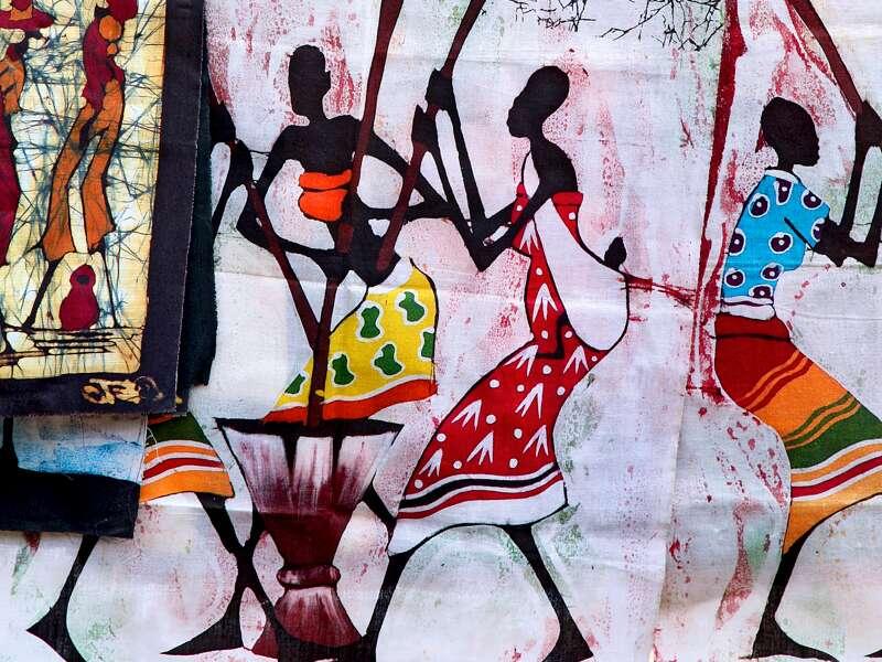 Auf unserer Singlereise durch Namibia erfreuen wir uns an afrikanischer Textilkunst und finden farbenfrohe Stoffe und Tücher auf den Märkten im Land.