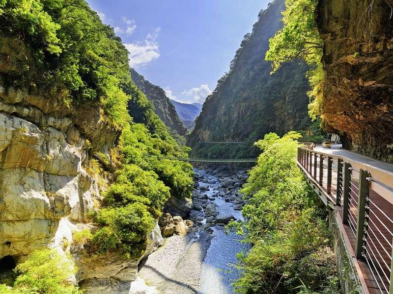 Die Schluchten des Taroko-Nationalparks in Taiwan. Manche erkunden wir auf unserer Studienreise auch auf kleinen Wanderungen.