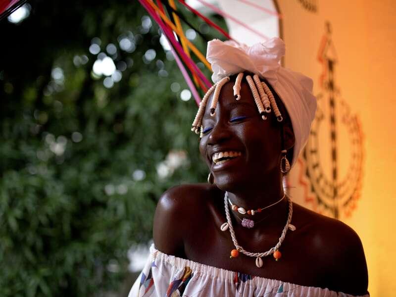 Lebensfreude pur: Was diese junge Frau aus Salvador ausstrahlt, werden wir bei unserer Studienreise durch Brasilien live erleben.