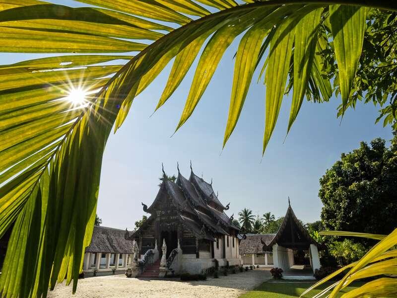 Auf unserer Studienreise Thailand - die umfassende Reise besuchen wir auch viele der Schönheiten im Norden, hier die Tempelanlage Chiang Mai.