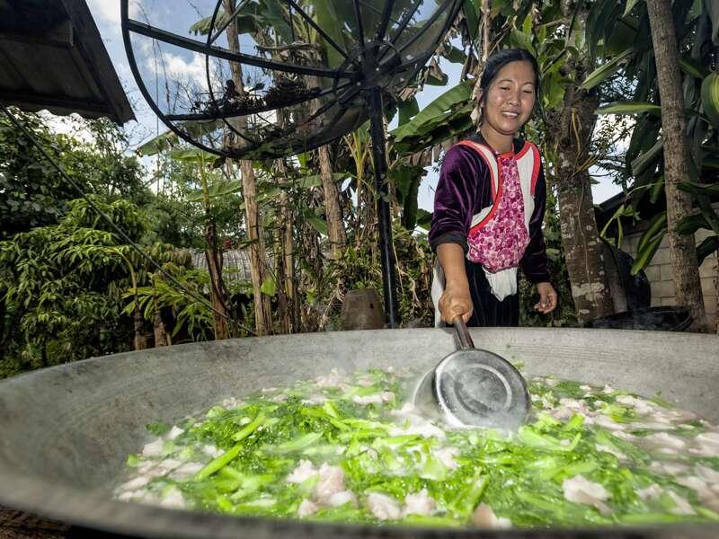 Neben der Geschichte des Landes und seiner religiösen Kultur kommt auf unserer umfassenden Studienreise durch Thailand auch der Alltag nicht zu kurz: Bei einem Kochkurs in Chiang Mai lernen wir die thailändische Küche kennen.