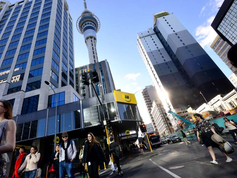 Auf unserer Studienreise durch Neuseeland wohnen wir mitten im Central Business District von Auckland, nahe am Skytower.