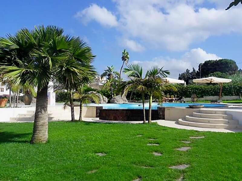 Auf Lipari empfängt Sie das Hotel La Giara in ruhiger Lage mit einem schönen Garten. Ein perfekter Start Ihrer Rundreise auf den Äolischen Inseln.