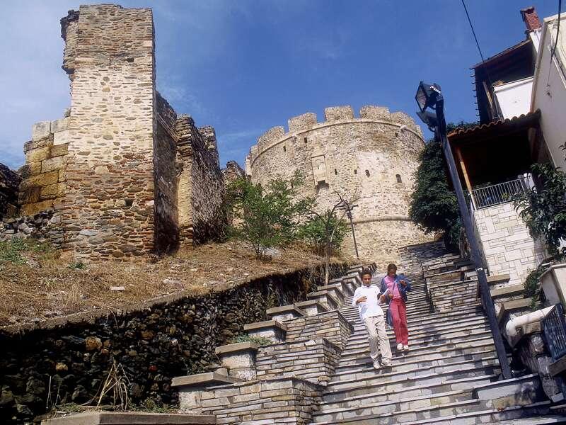 Unsere Studienreise nach Nordgriechenland startet in Thessaloniki, wo wir hoch oben auf der Zitadelle und beim Spaziergang an der alten Stadtmauer entlang Ausblicke zum Verlieben sammeln.