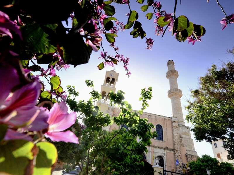 Die Sankt-Nikolaus-Kirche, in osmanischer Zeit auch Herrschermoschee, in der griechischen Hafenstadt Chania auf Kreta
