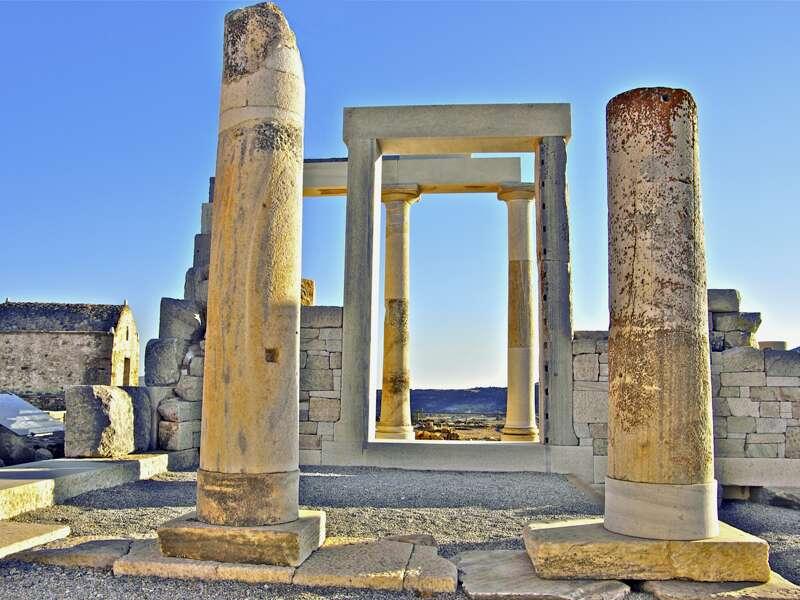 Auf dieser Studienreise zu sechs der spannendsten Kykladeninseln erleben wir am sechsten Tag am Apollotempel auf Naxos den Sonnenuntergang.