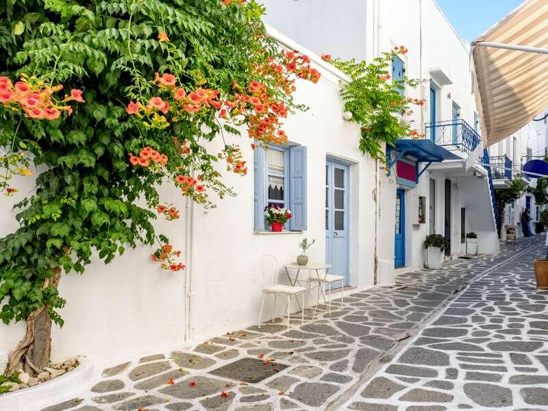 Auf Paros spazieren wir durch die Gassen der Hafenstadt Parikia