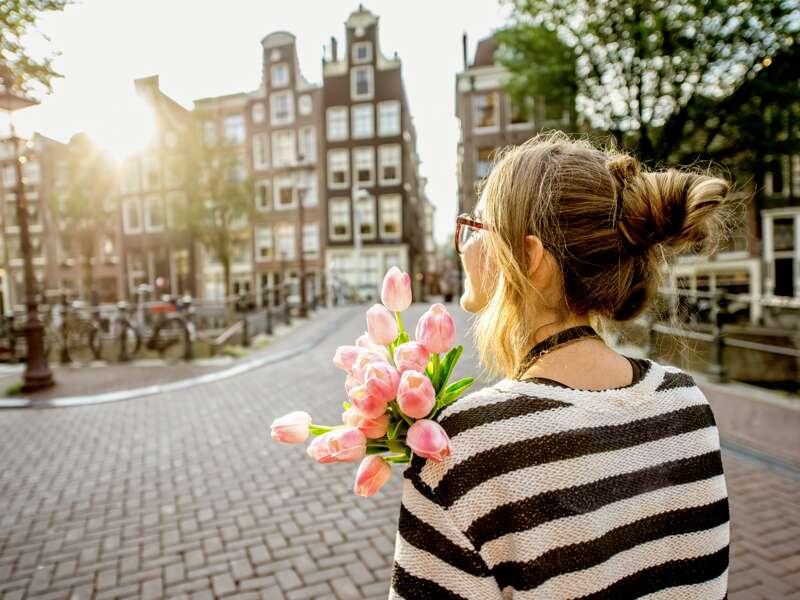 Tulpen gehören zu Amsterdam wie die Fiets, die vielen Fahrräder. Vielleicht machen Sie während unseres Aufenthalts eine Tour am freien Nachmittag und erkunden das Szeneviertel Jordaan, bevor wir unsere Studienreise durch die Niederlande und Belgien fortsetzen.
