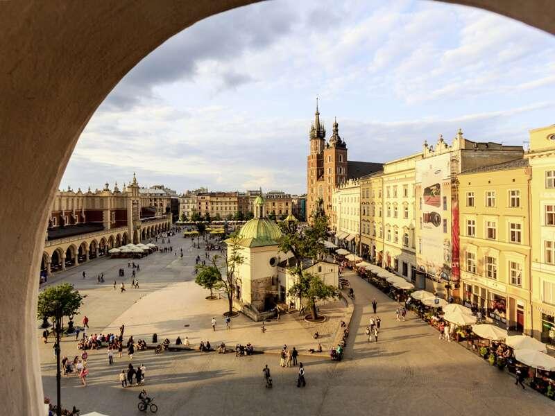 Auf unserer Rundreise durch Polen besuchen wir Krakaus Altstadt inklusive Marktplatz und Marienkirche.