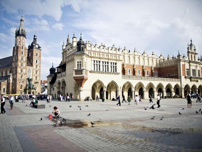 Erleben Sie auf der Studienreise mit Muße die Stadt Krakau, mit ihrem Markt und Tuchhallen.