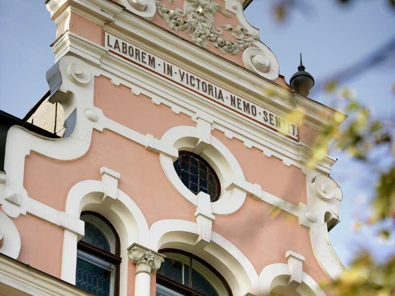 Erleben Sie auf dieser Studienreise durchs Baltikum auch die herrlichen Jugendstilfassaden in Lettlands Hauptstadt Riga.