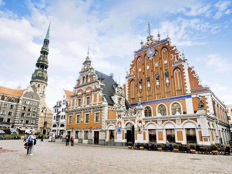 Auf unserer Rundreise mit Studiosus durch das Baltikum besuchen wir das Schwarzhäupterhaus in Riga.