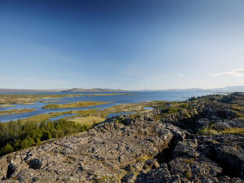 Spektakuläre Ausblicke gibt es auf unserer Studienreise Island - Vulkaninseln im Atlantik sicher viele. Im Thingvellir-Nationalpark (UNESCO-Welterbe) erwartet uns geologische und  historische Geschichte.