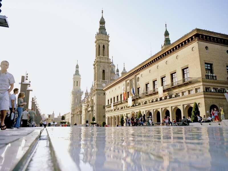 In Zaragoza, der Hauptstadt Aragoniens, besuchen wir auf dieser Studienreise die barocke Basilika Nuestra Senora del Pilar, wo die Jungfrau Maria dem Heiligen Jakobus erschien.
