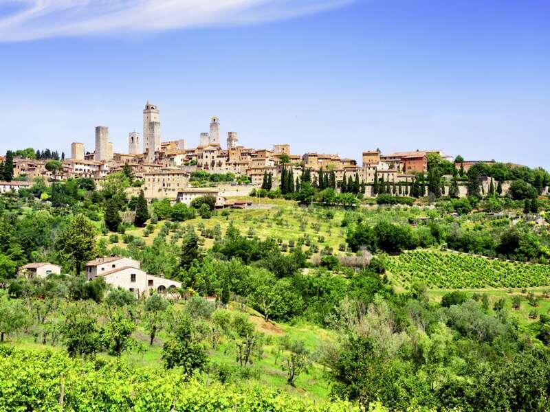 Am Beginn unserer achttägigen Toskana-Studienreise steht ein Besuch in San Gimignano, der Stadt der Himmelsstürmer: Im ¿Manhattan des Mittelalters¿ ermaß sich der Ruhm der Patrizierfamilien an der Höhe ihrer Turmbauten.