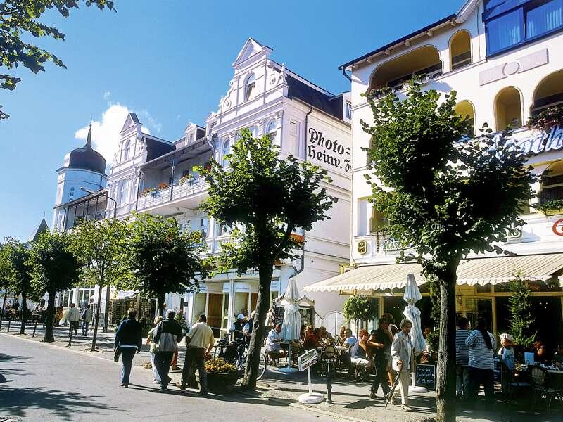 Letzte Station auf unserer Rügenrunde ist das Seebad Binz mit seiner prächtigen Bäderarchitektur. Wir beschließen unsere Studienreise zur deutschen Ostseeküste am folgenden Tag mit einer Fahrt zur Insel Hiddensee.