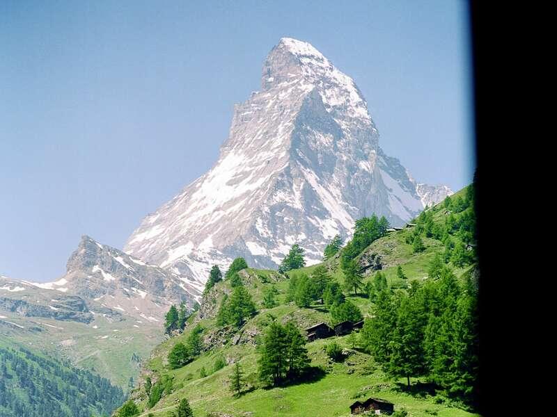 Wir reisen auf Schienen auf den Gornergrat. Der Star unter den Viertausendern ist ohne Zweifel das Matterhorn - das Schweizer Nationalsymbol.